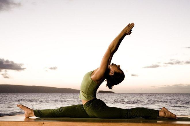 yoga chữa gù lưng