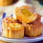 Bánh trung thu truyền thống nhân trứng muối hạt sen - đi tìm hương vị mới lạ trong giá trị quen thuộc