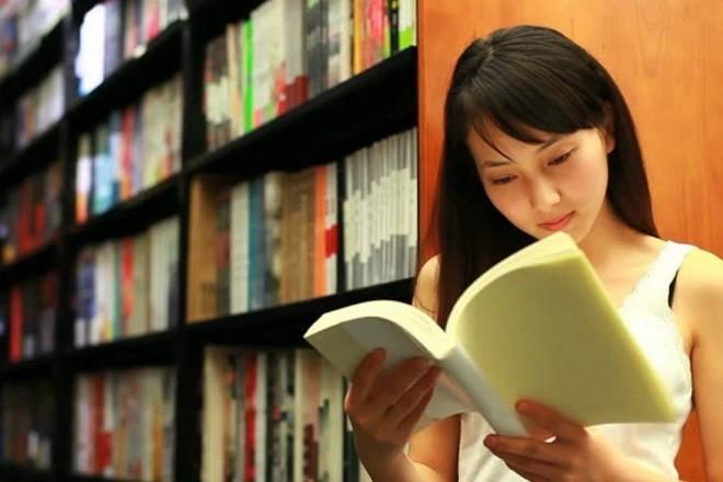 đọc sách về kiến thức sinh con