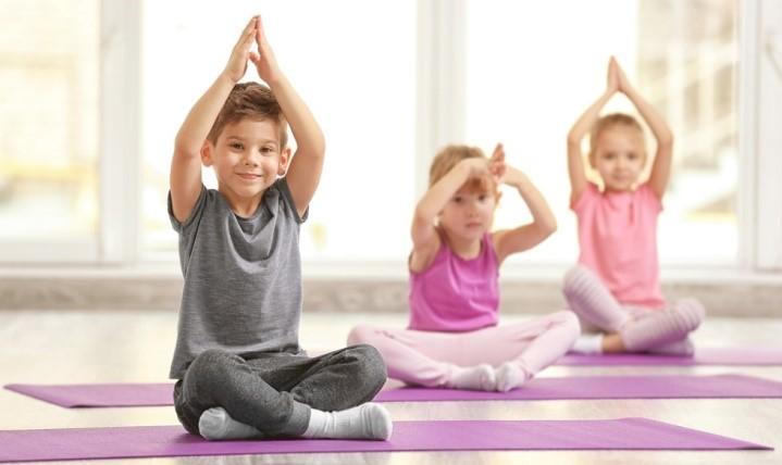 chống gù lưng vẹo cột sống ở trẻ bằng yoga