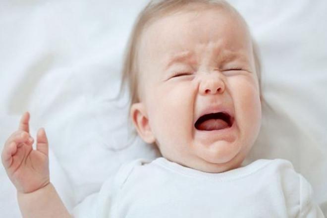 Trẻ suy dinh dưỡng thường hay quấy khóc