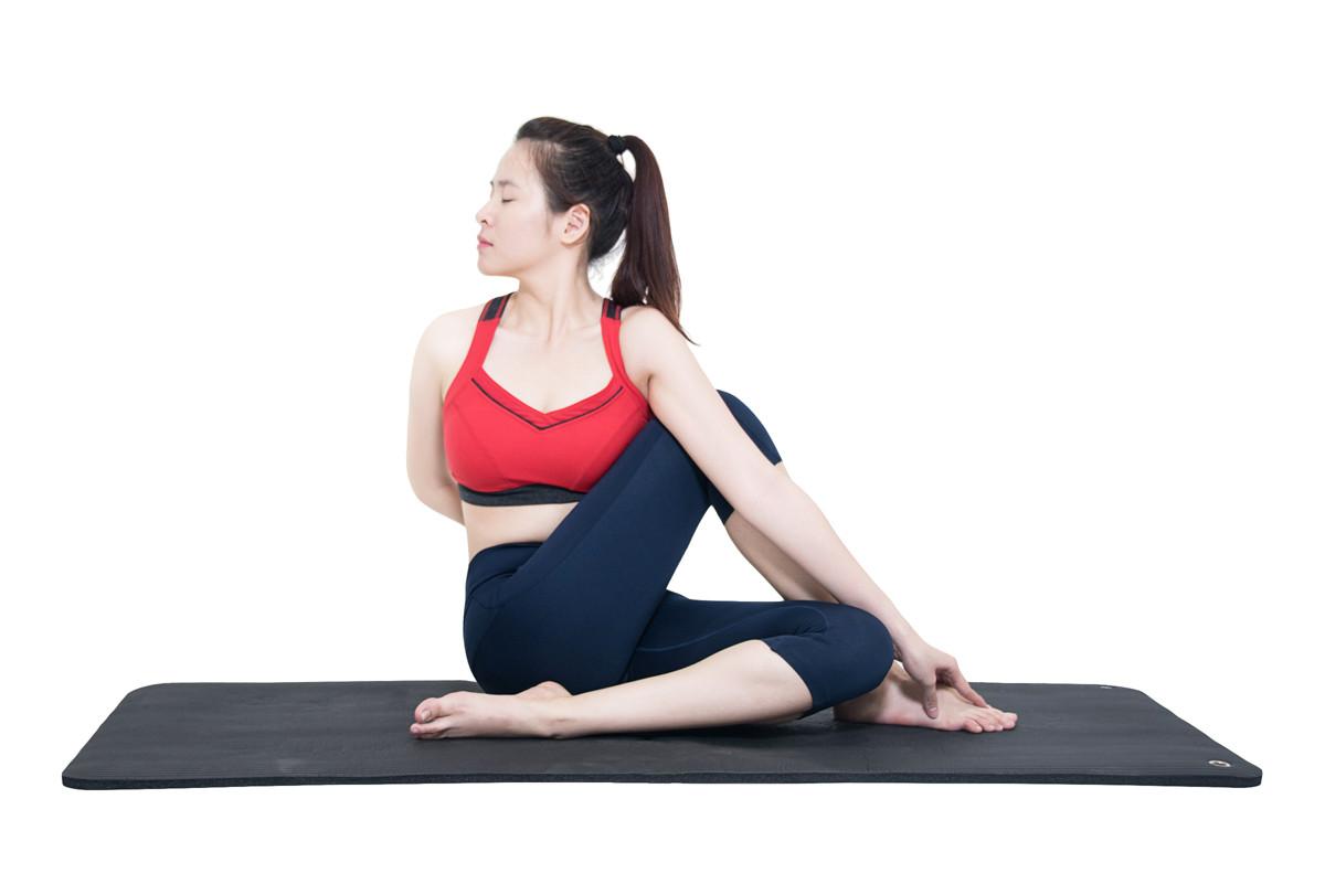 bài tập tránh gù lưng yoga xoay cột sống
