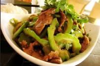 Cách làm mướp đắng xào thịt bò lạ miệng mà tốn cơm