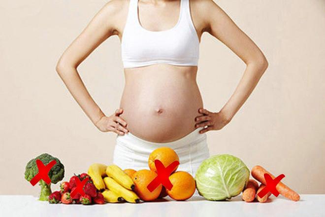 Nước ối nhiều mẹ bầu cần hạn chế một số thực phẩm nhiều nước
