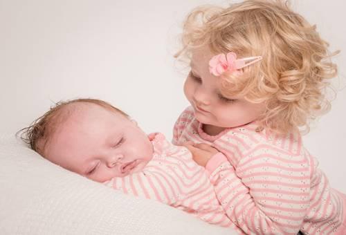 Hiểu tâm lý trẻ khi có em - nhiệm vụ quan trọng của mẹ