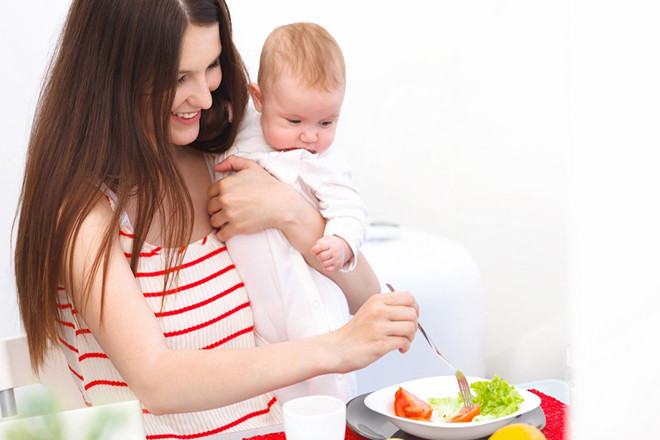Phụ nữ cho con bú mẹ hoàn toàn thường tiêu tốn khoảng 650 calories hàng ngày