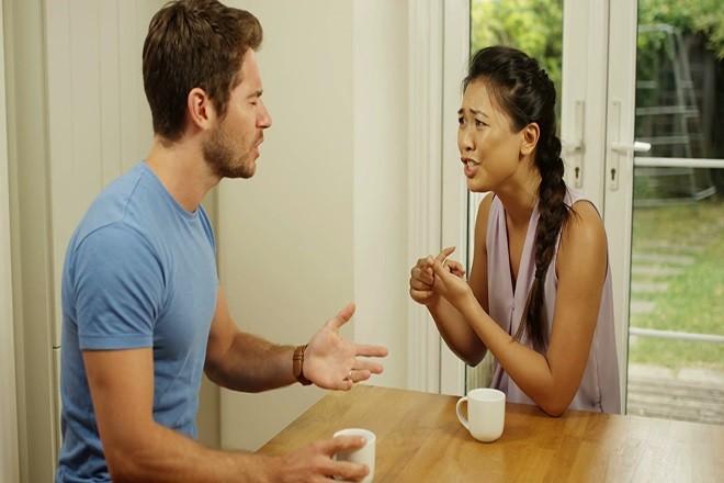 Vợ chồng cãi nhau