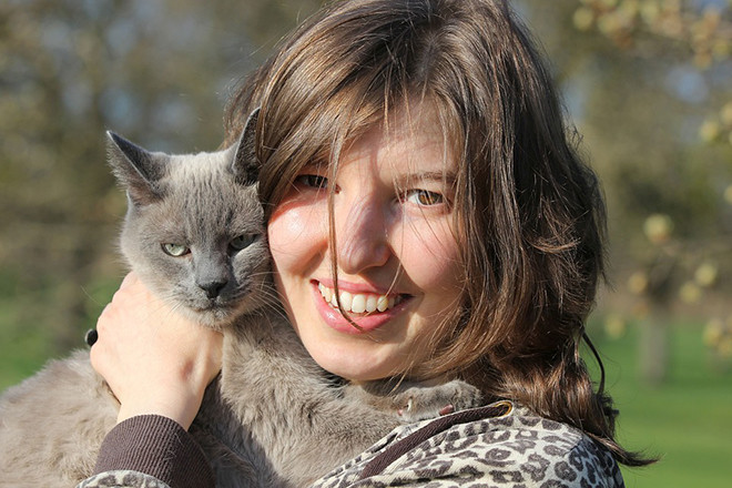 Phụ nữ và con mèo