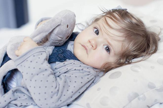 Em bé bị bệnh cúm