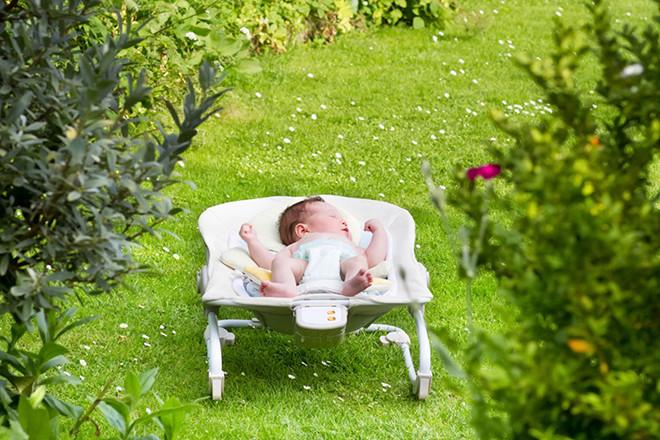 Tắm nắng cho trẻ sơ sinh vào mùa xuân thu
