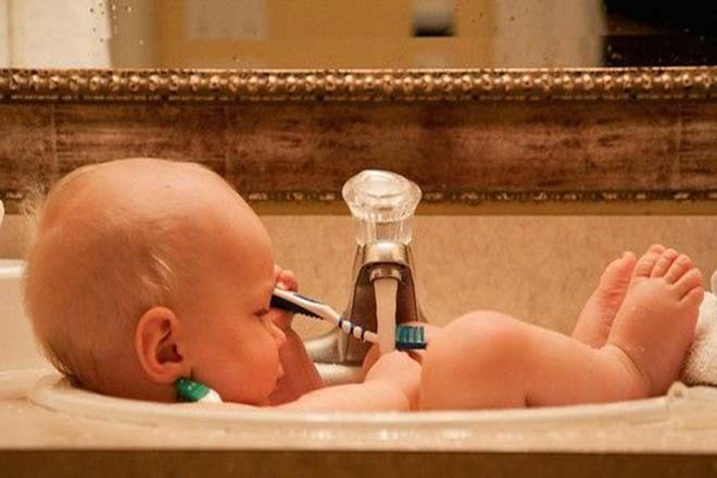 Khi tắm cho con đừng bao giờ để bé một mình dù với bất cứ lý do gì