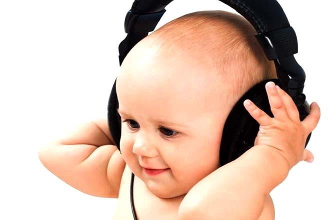 Bé nghe bài hát tập nói nhiều sẽ nhanh biết nói hơn cả trẻ cùng trang lứa