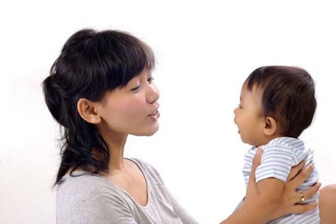 Sự tiến triển ngôn ngữ của trẻ qua các giai đoạn