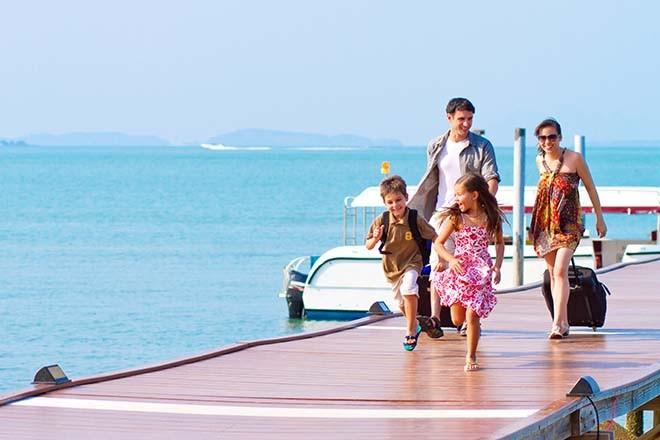 Gia đình đi du lịch