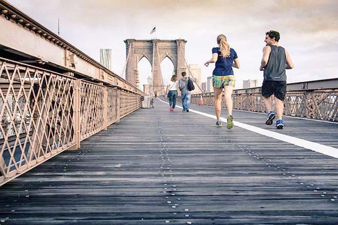 Vợ chồng chạy bộ