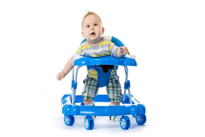 Khi nào cho bé ngồi xe đẩy là phù hợp