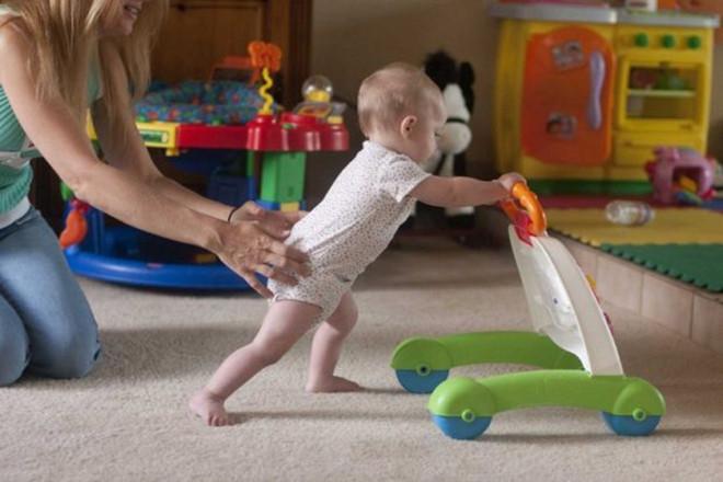 Luôn phải bảo đảm không gian tập đi cho bé