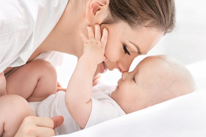 Khi con có biểu hiện mệt mỏi   mẹ hãy nói chuyện nhẹ nhàng với bé