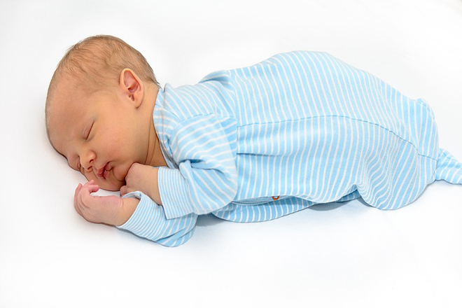 Trẻ sơ sinh cần chỗ ngủ đơn sơ