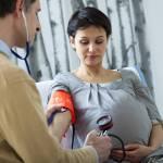 Nước ối nhiều ảnh đến thai nhi ra sao và mẹ cần phải làm gì?
