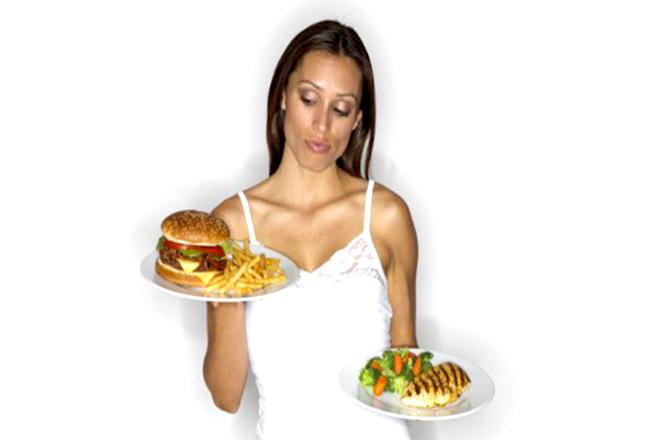 Chế độ ăn uống ít nước và nghèo chất xơ gây ra táo bón sau sinh