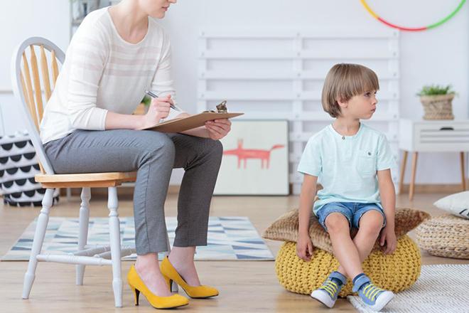 Ba mẹ hãy thiết lập giới hạn, đảm bảo trẻ và mọi người đều biết hành vi mong đợi là gì