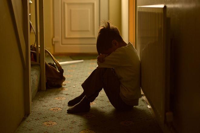 Tâm lý trẻ bị bạo hành khá phức tạp, có thể dẫn đến những hậu quả nghiêm trọng và nguy hiểm hơn nhiều so với tổn thương nhìn thấy được.