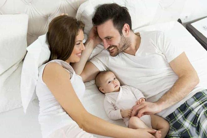 Cho đến khi cổ tử cung đóng hoàn toàng (khoảng 6 tuần), vợ chồng bạn không nên