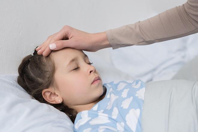 Triệu chứng của bệnh bạch hầu rất dễ gây nhầm lẫn với bệnh cảm cúm.