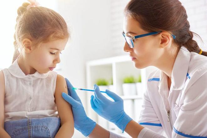 Phòng ngừa bệnh bạch hầu cho trẻ bằng cách tiêm vắc xin
