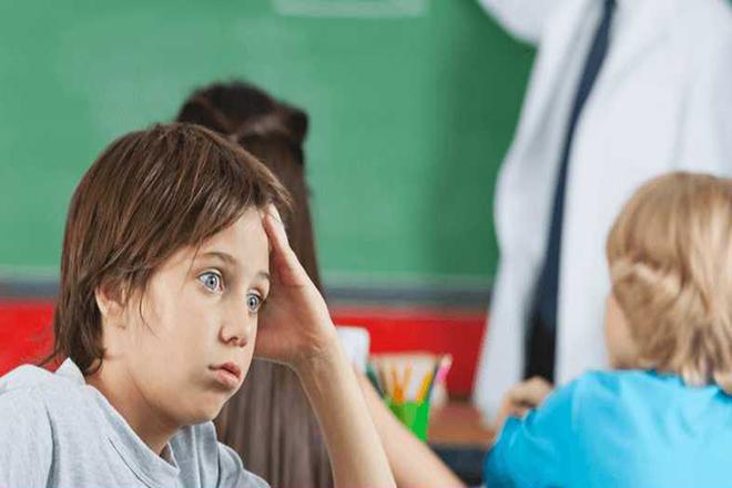 Trẻ bị rối loạn ngôn ngữ có vốn từ hạn chế so với trẻ cùng tuổi.