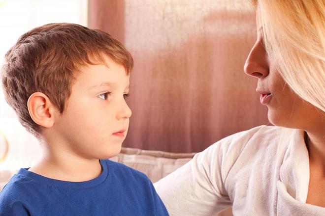 Bố mẹ có thể giúp con điều trị rối loạn ngôn ngữ tại nhà.
