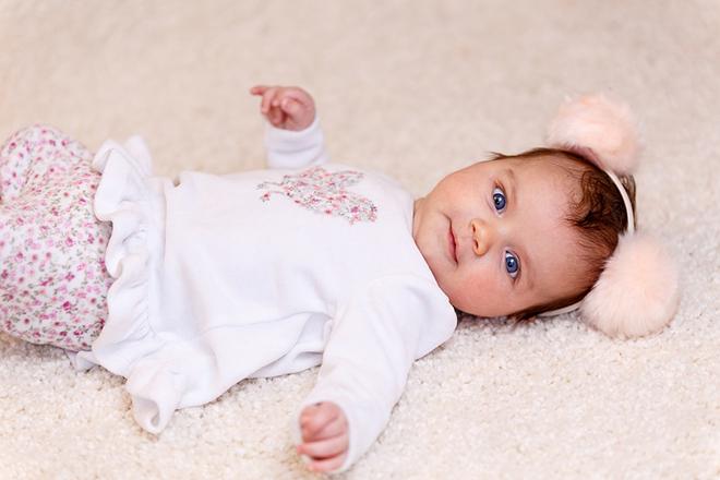 Tầm nhìn của bé 2 tháng tuổi đã tốt hơn trước rất nhiều