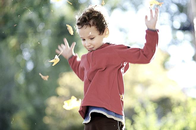 Với trẻ lớn, nếu con bị kích thích quá mức hãy gợi ý cho trẻ đến những nơi yên tĩnh
