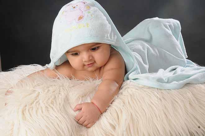Tránh để bé ngủ giấc dài vài ban ngày nếu bạn muối con ngủ độc lập xuyên đêm.