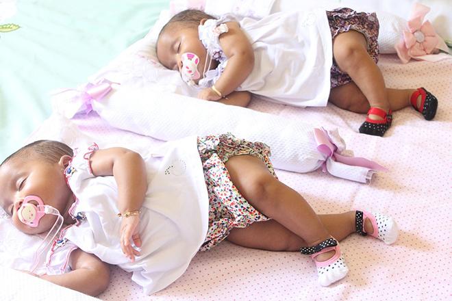 Mẹ tập cho các bé ngủ theo nếp sớm chừng nào tốt chừng ấy.