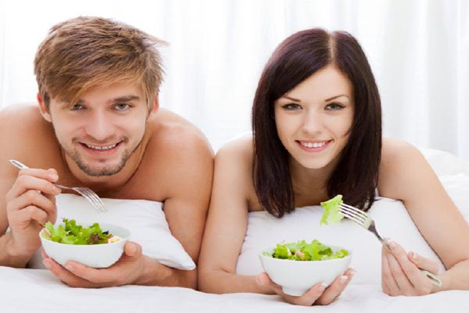 Hãy khuyên chồng bạn nên ăn nhiều rau xanh và trái cây thay vì snack