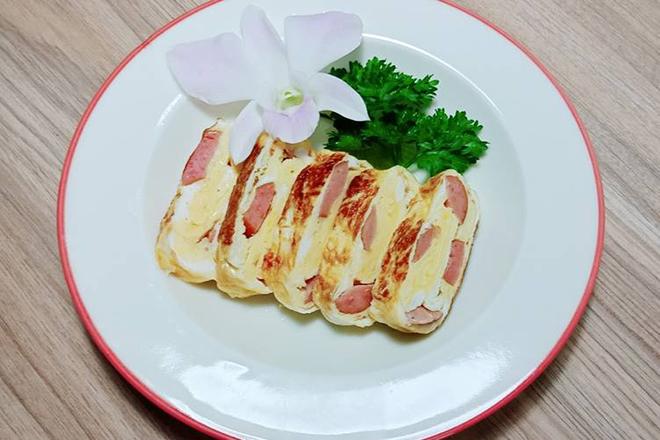 Trứng cuộn xúc xích