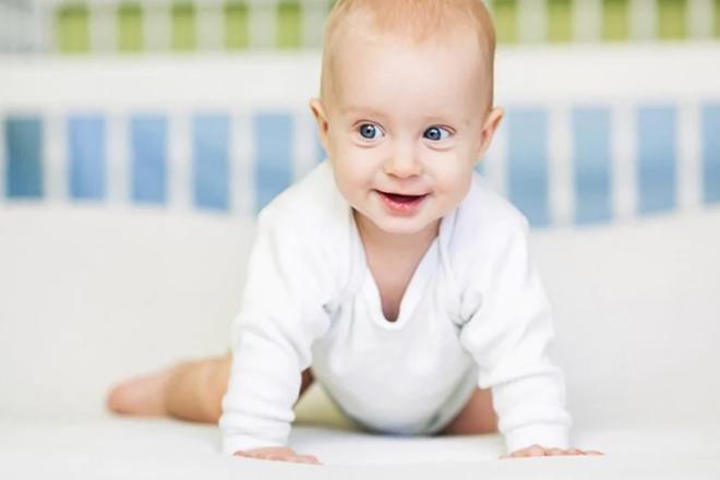 Một số bé 7 tháng tuổi đã có thể bò