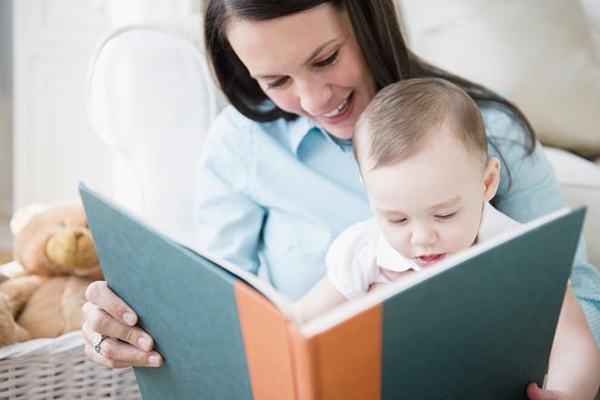 Đọc sách cho bé 7 tháng tuổi