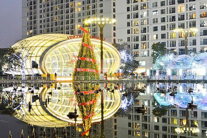 Trung tâm TM Times City được trang hoàng cầu kỳ để đón Giáng sinh.