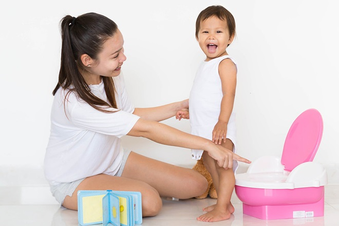 Mẹ giới thiệu công dụng của chiếc bô cho bé
