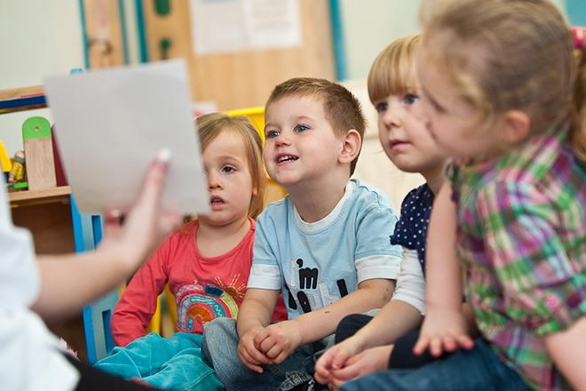 Trẻ trước 2 tuổi sẽ nói được khoảng 50 từ.