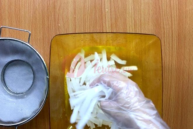 Xả dừa với nước cho sạch