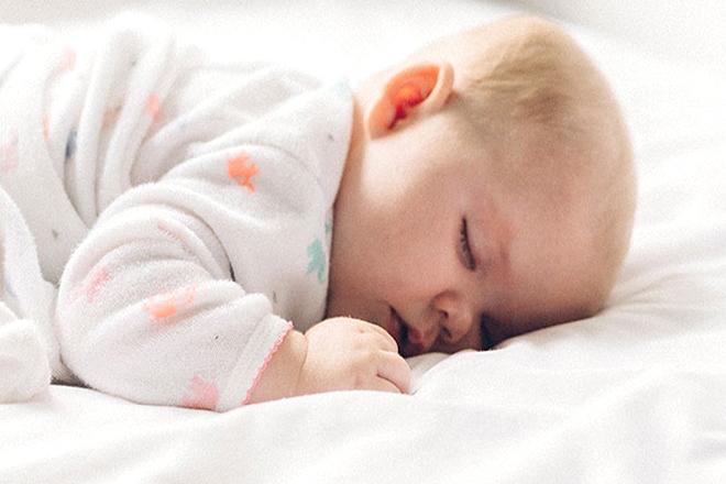 Bé ngủ đủ giấc sẽ phát triển khỏe mạnh hơn