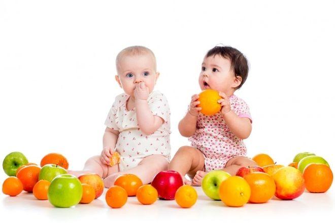 Bé 6 tháng ăn trái cây