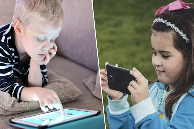 Trẻ dùng thiết bị thông minh