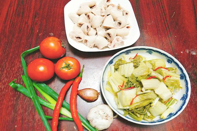 Nguyên liệu món dồi trường xào cải chua
