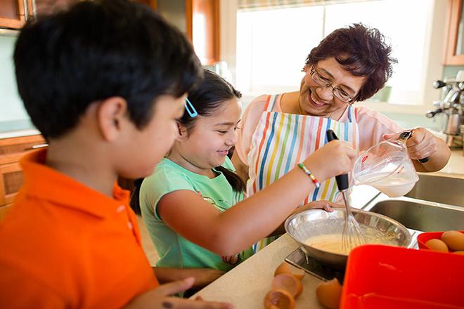 Trẻ biết trân trọng công việc nhà hàng ngày