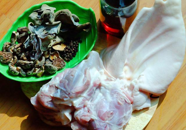 nguyên liệu món thịt tai heo nấu đông